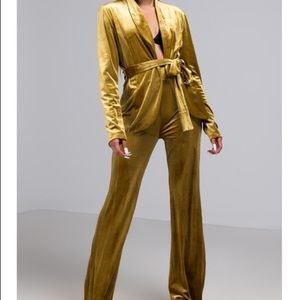 Akira Gold 2 Piece Outfit Size Large Like New